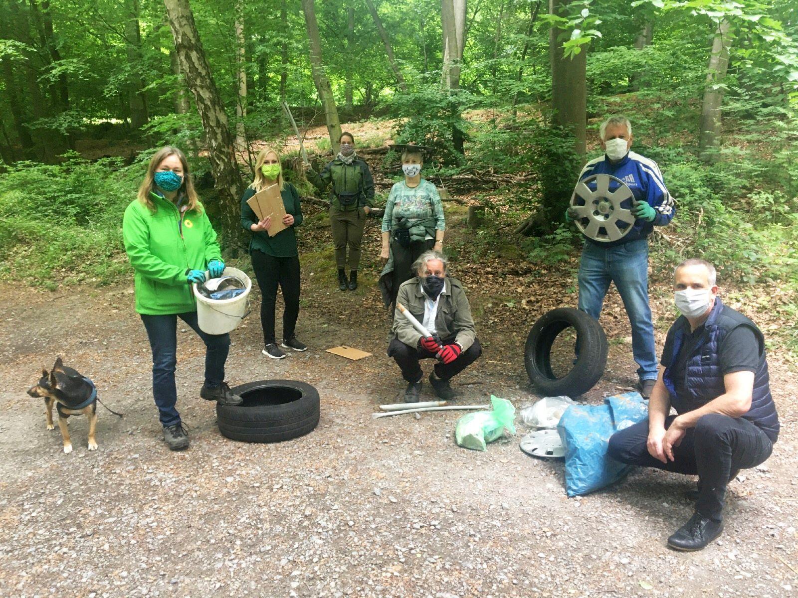 Nenndorfer Ortsgruppe der GRÜNEN befreit Deister von Müll