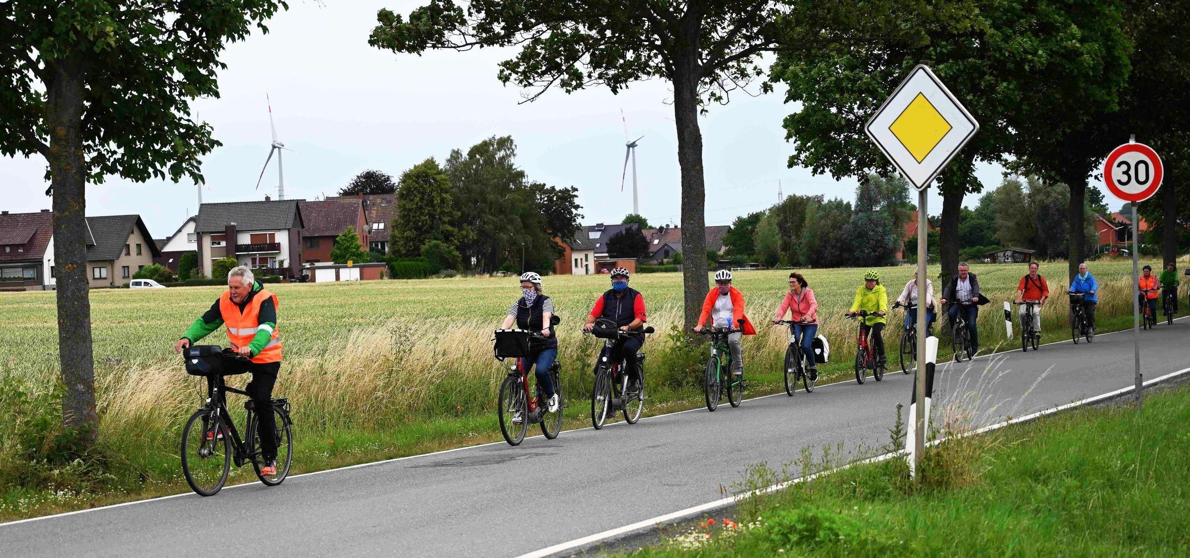 GRÜNE setzen mit Klingelkonzert Zeichen für dringende Sanierung der Kreisstraße zwischen Horsten und Riepen