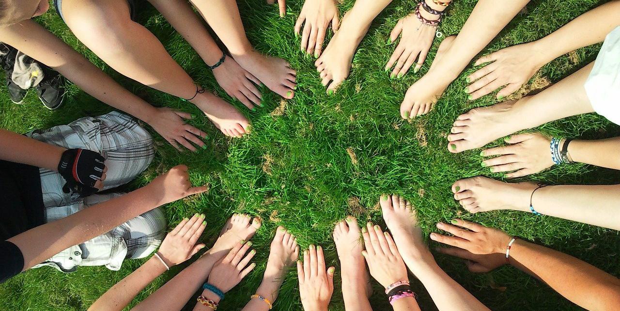 Teilen und einander helfen